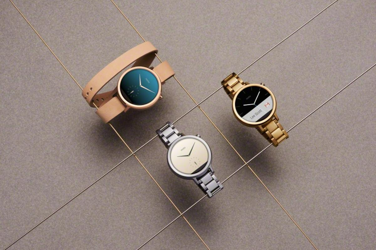 Metal and leather bands are easily swappable