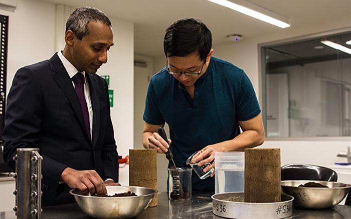 Arulrajah and his research team gathered up coffee grounds from cafes around the university and dried them out in an oven for five days at 50° C (122° F)