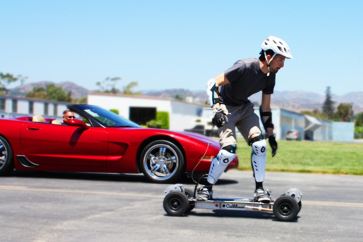 The Gnarboards Trail Rider and Corvette C5 battle it out in a 75-foot drag