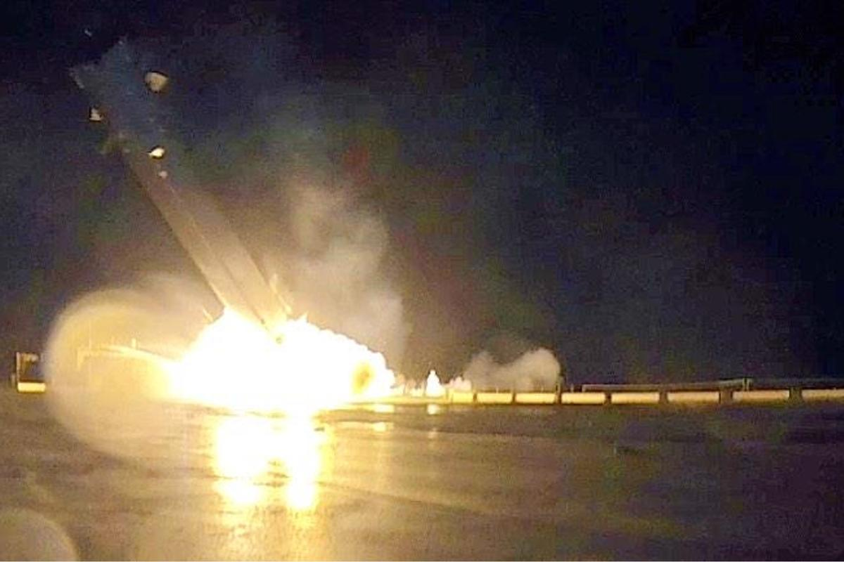 Falcon 9 crashing on the deck of the barge (Photo: SpaceX)