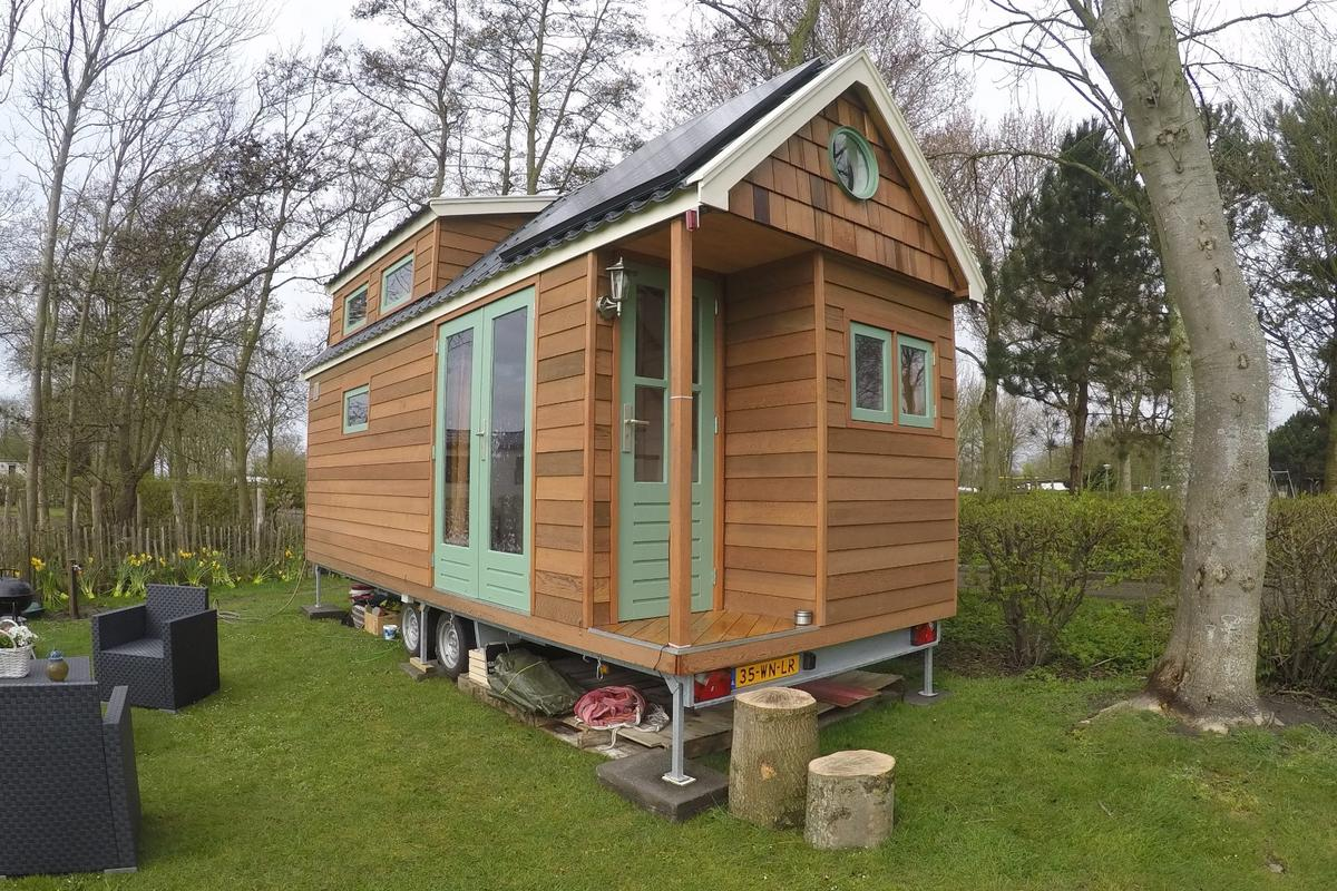 The tiny home measures 6.7 x 2.55 x 3.95 m (22 x 8.3 x 13 ft) and comprises a total floorspace of 15 sq m (161 sq ft)