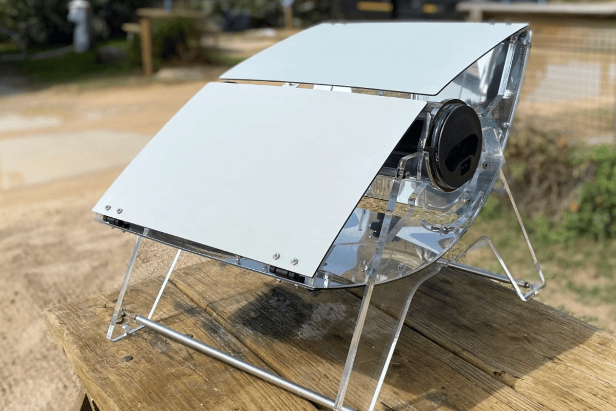 The GoSun Sizzle uses parabolic reflectors to capture the Sun's energy