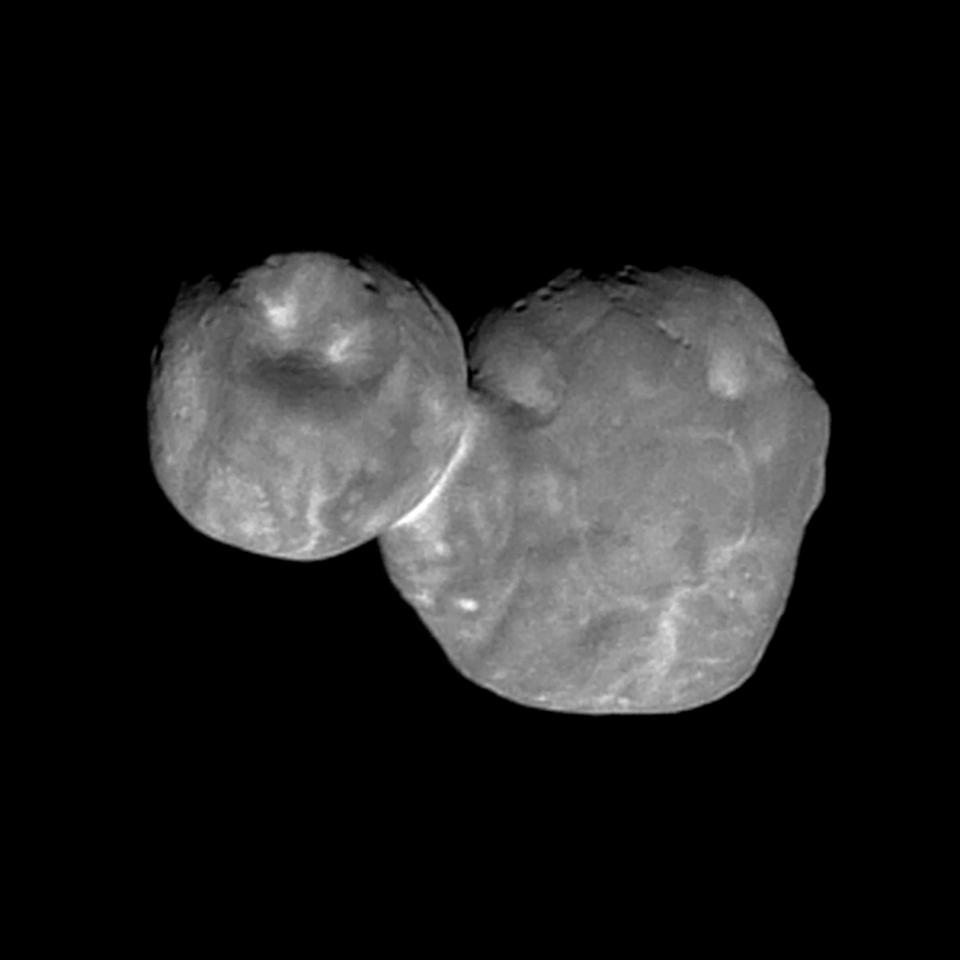 New Horizons image of Ultima Thule shows strange pockmarks and light patches