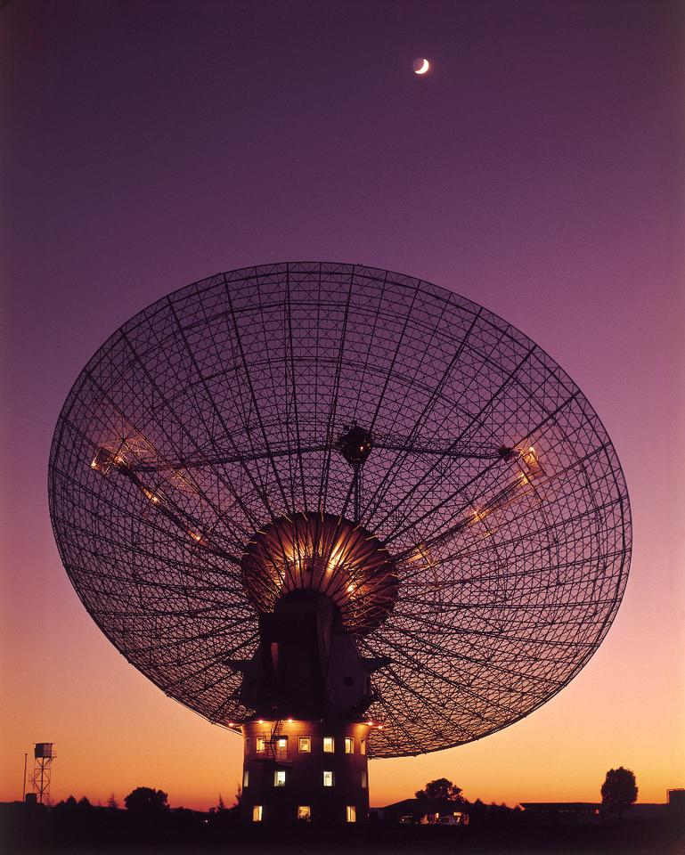 Dish at Parke Observatory in Australia, where the first fast radio burst (FRB) was discovered in 2007