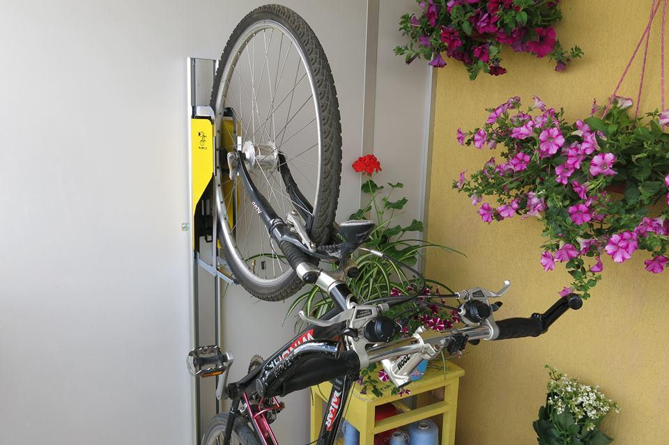 Parkis reportedly works with a wide variety of bicycle types and wheel sizes, although mountain bikers should note that the dolly maxes out at a tire width of 2.0 inches
