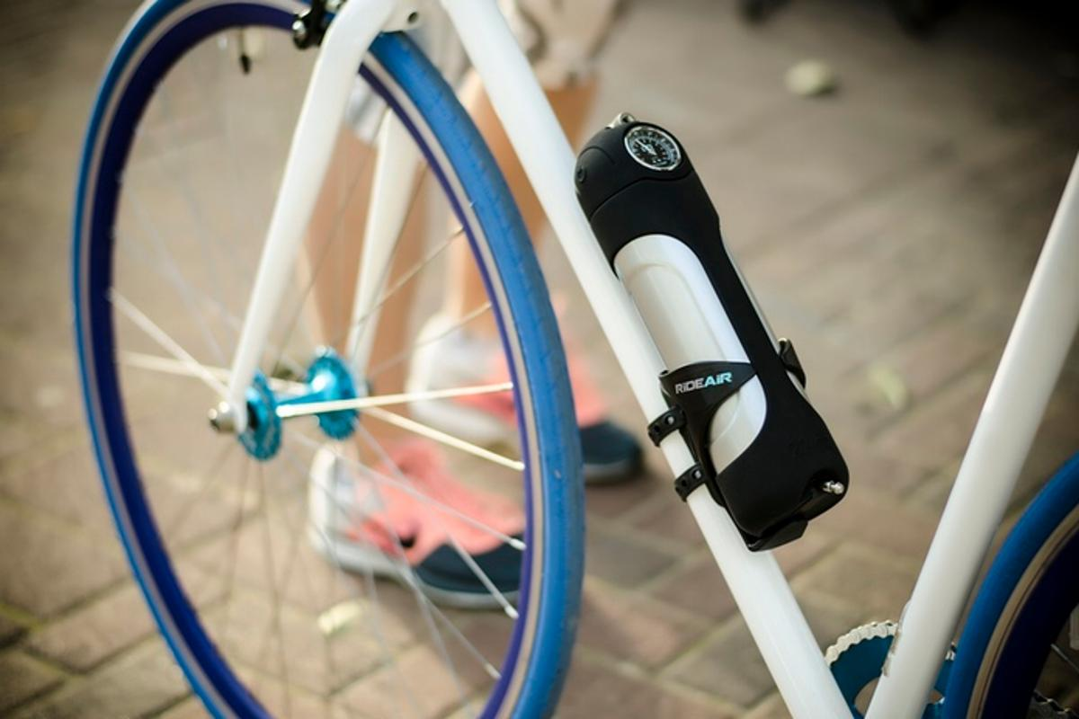 RideAir is a portable compressed air pump, that fills bicycle tires with the press of a button (Photo: DesignAir Innovations)
