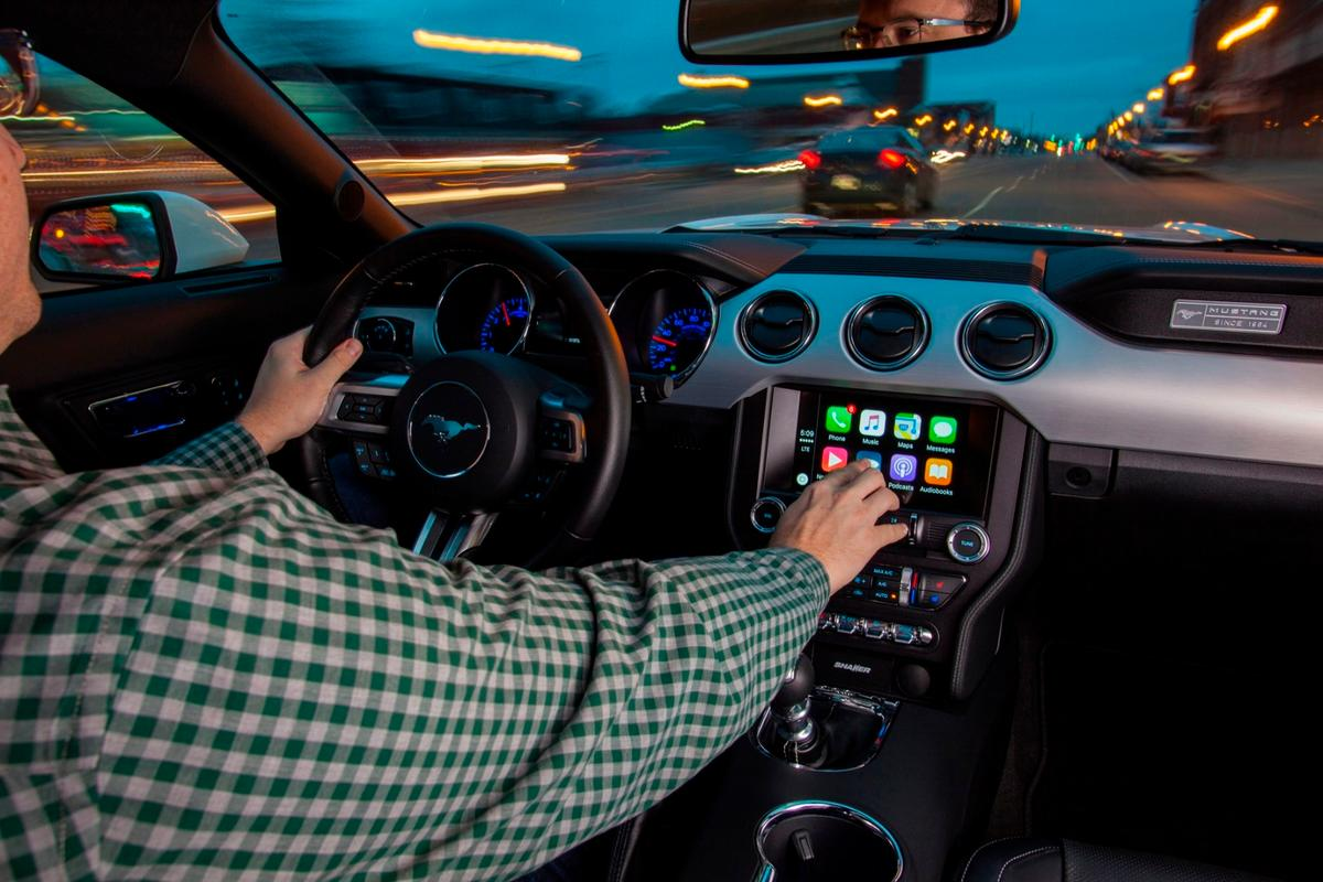 Users can control CarPlay functions via touch interface or voice commands. Neither are good for driving performance according to a new study