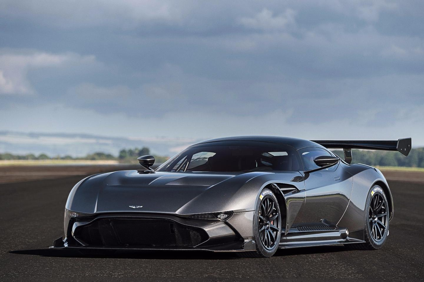 Aston Martin Upgrades The 820 Hp Vulcan With An Amr Pro Package