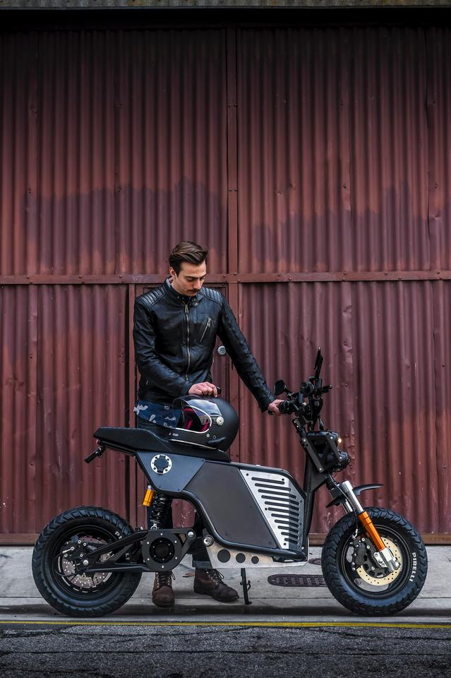 Look at this dashing fella with his electric nakedbike. Just look at him.