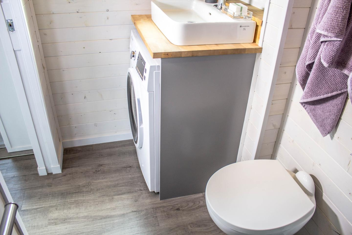 An optional washer/dryer can be installed in the Aurora's bathroom