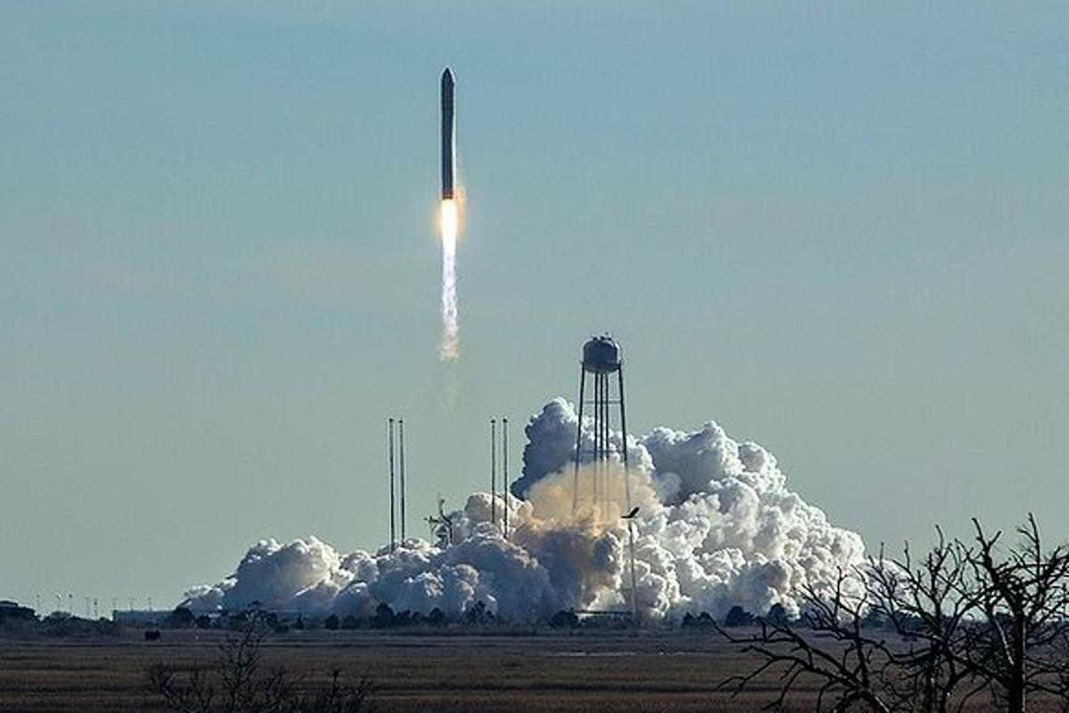 An Antares launch vehicle boosts the Orbital Sciences Cygnus spacecraft on it's way to the International Space Station (Photo: NASA)
