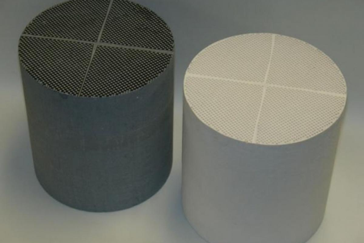 Cross-linked microstructure filters