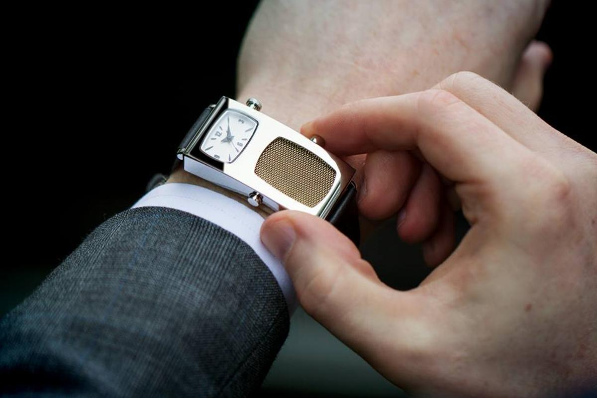 The new Dick Tracy watch will keep time and make calls