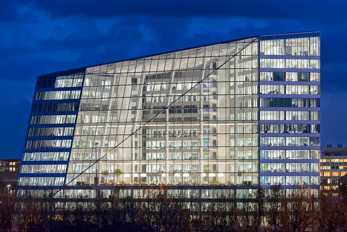 The Edge in Amsterdam has received the highest BREEAM rating ever given to an office building (Photo: Ronald Tilleman)