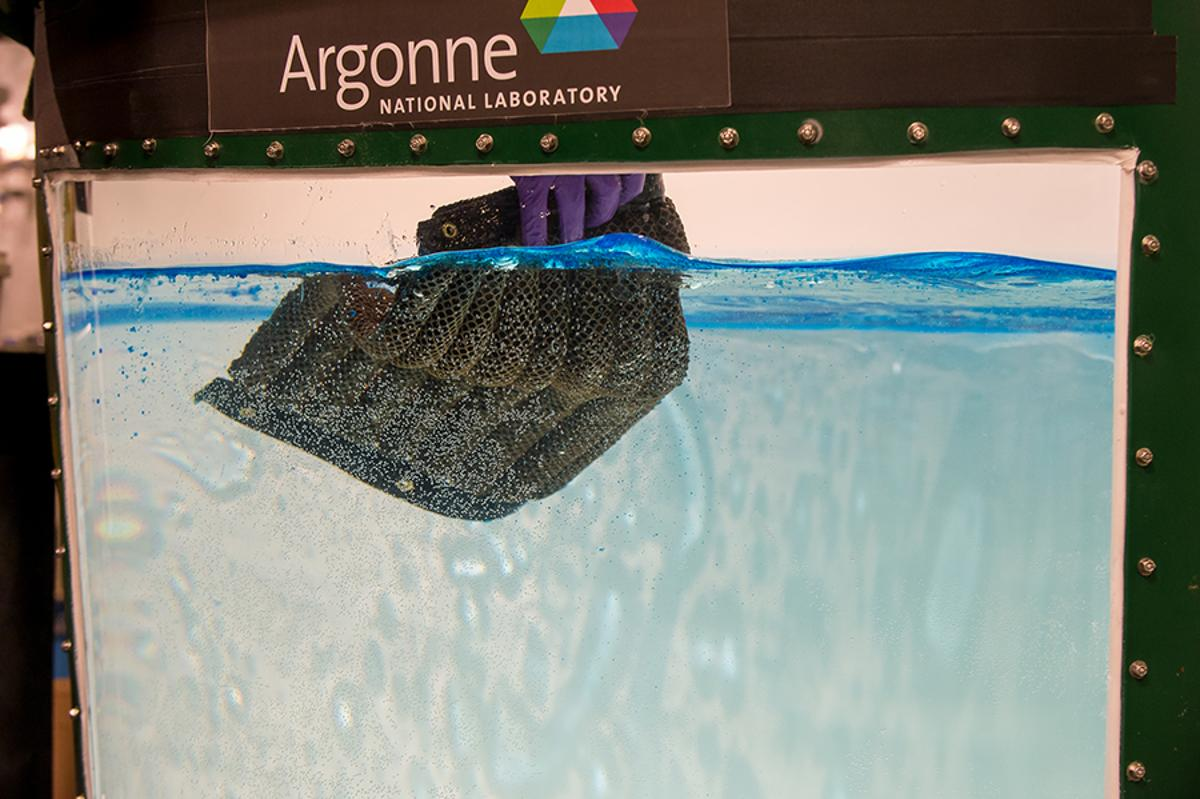 Researchers at Argonne National Laboratory have developed the Oleo Sponge, a material that effectivelyadsorbs oil from bothon and below thesurface of water