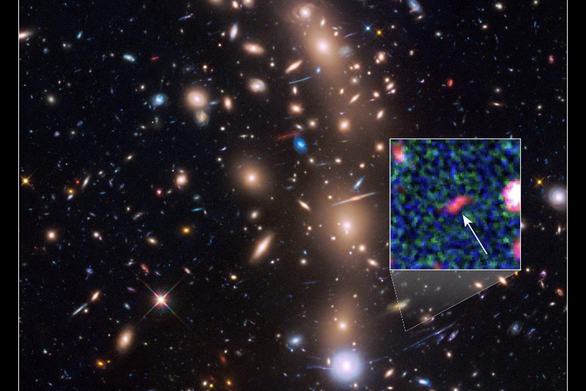 Image of the galaxy cluster MACS J0416.1-2403, with the position of Tayna highlighted in the box