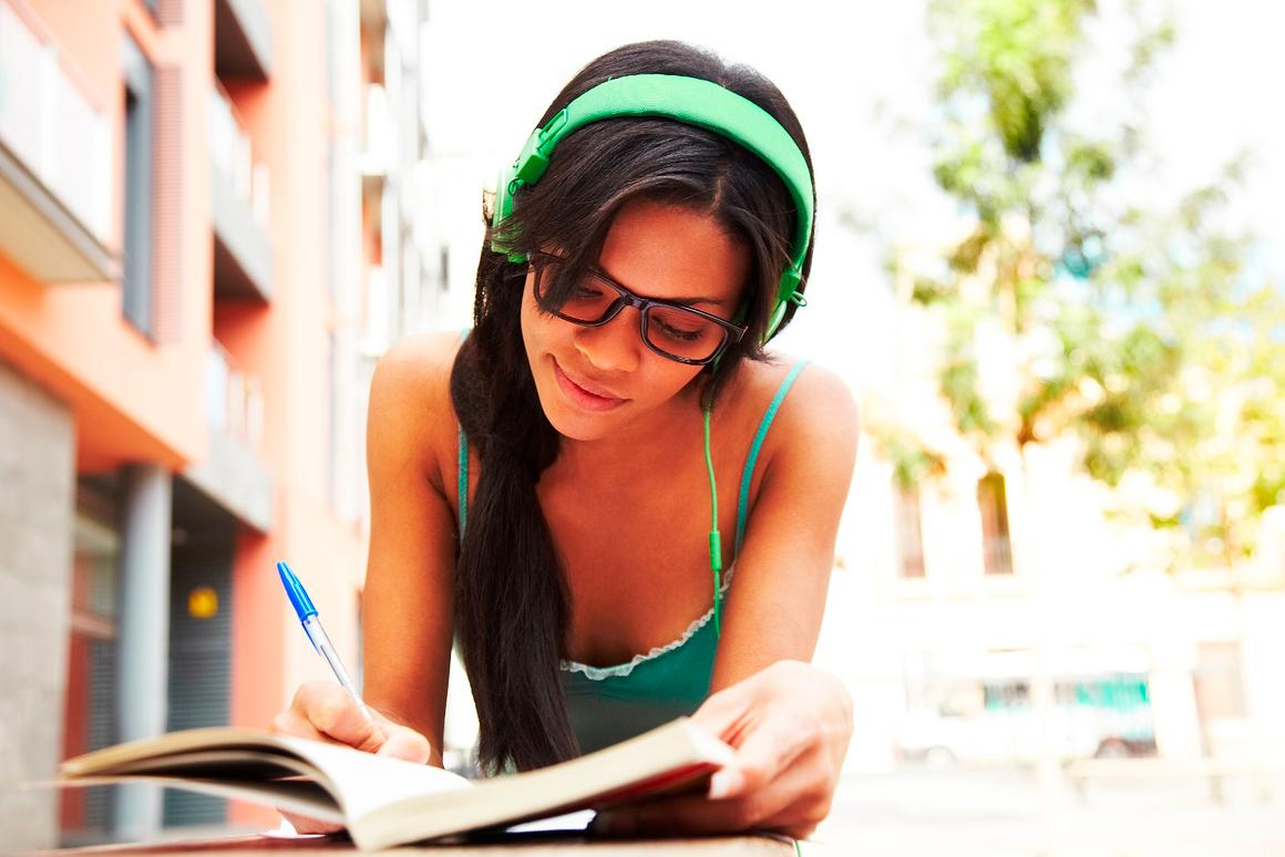 The study indicatedthat creative performance dropped significantly when listening to music