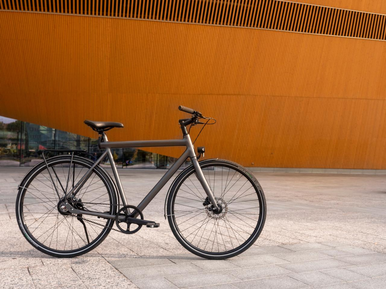 The standard Equal bike comes with a chain drive, but a Gates CDX Carbon Drive can be optioned in
