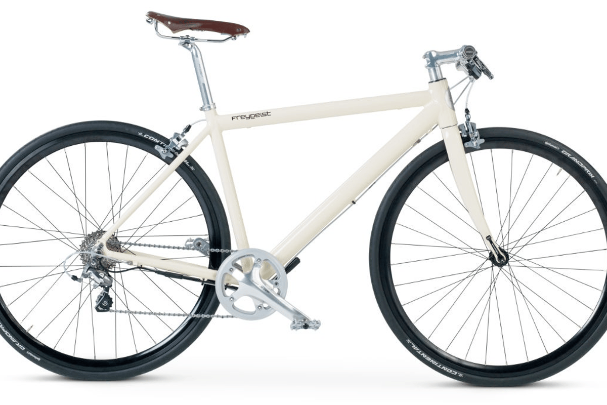 The Freygeist e-bike weighs 26.5 lb and looks quite similar to a non-electric urban commuter