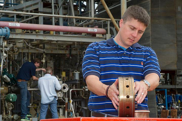 Propulsion systems engineer Greg Barnett prepares a rocket injector for a hot fire test (Image: NASA/MSFC/Emmett Given)
