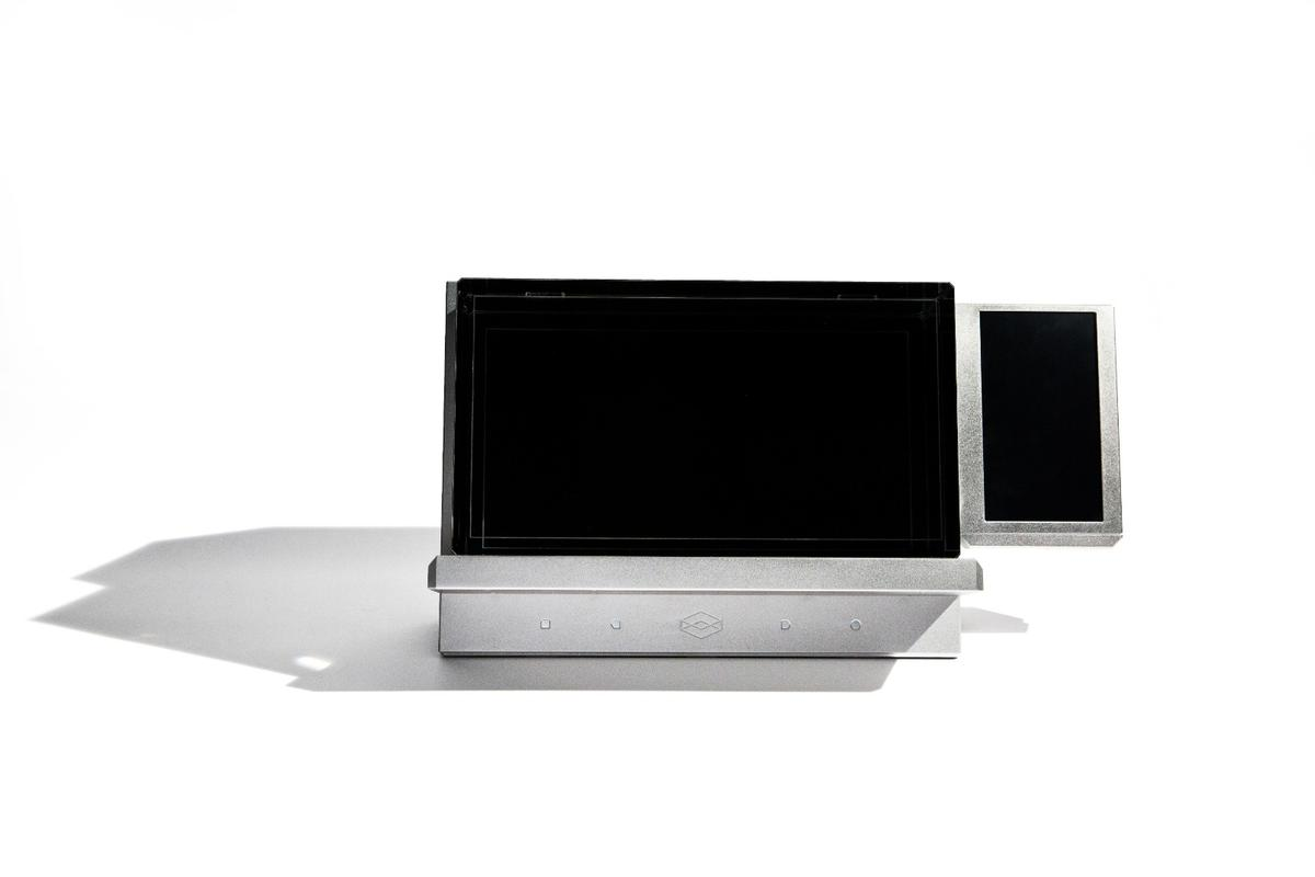 Out front there's a 15.6-inch touchscreen display atop a lightfield display, and a 7-inch secondary touchscreen