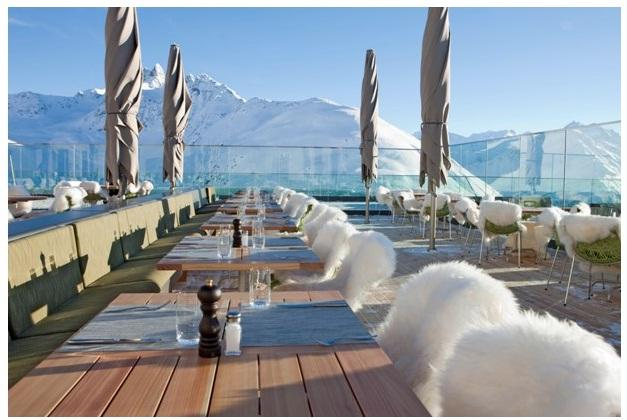 The hotel's extensive terrace invites guests to relax and linger in the warm Alpine sun (image: Romantik Hotel)