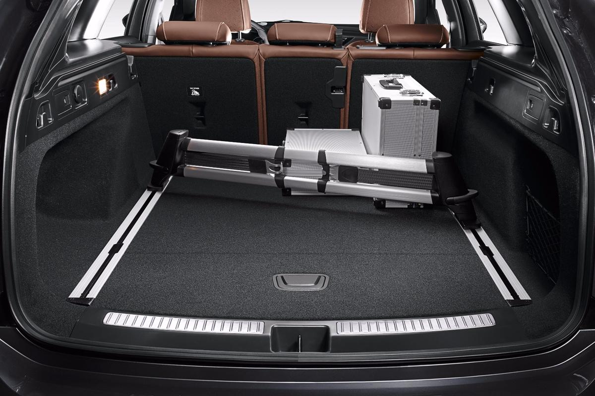 The load bay of the Buick Regal TourX
