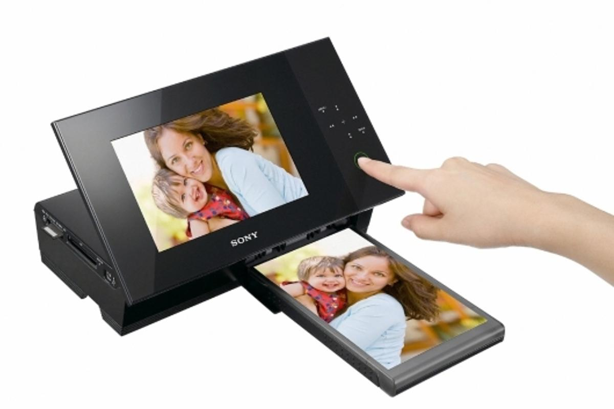 Sony's new S-Frame DPP-F700 digital photo frame with built-in printer