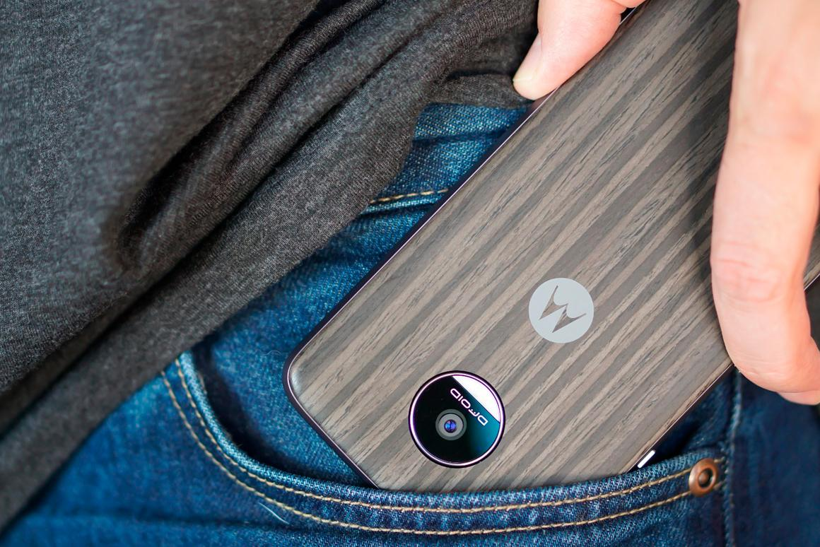 We review the modular Moto Z Droid and Moto Z Force Droid, modular smartphones that are just as high-quality and innovative as they are bold