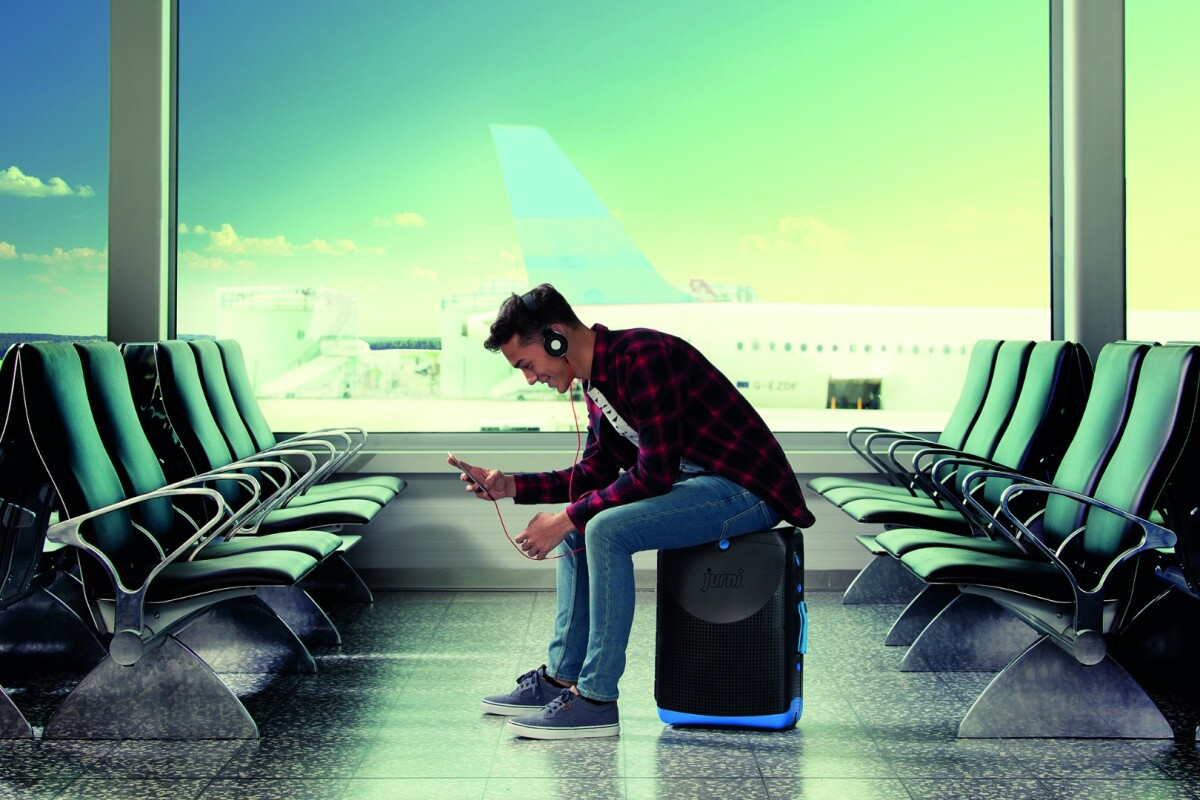 The Jurni's built-in seat and in-line wheels allow users to take the weight off their feet and to remain seated while queueing, but still move forward