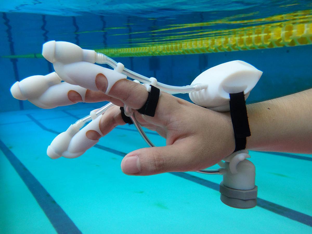 The IrukaTact glove lets you feel what's hidden underwater