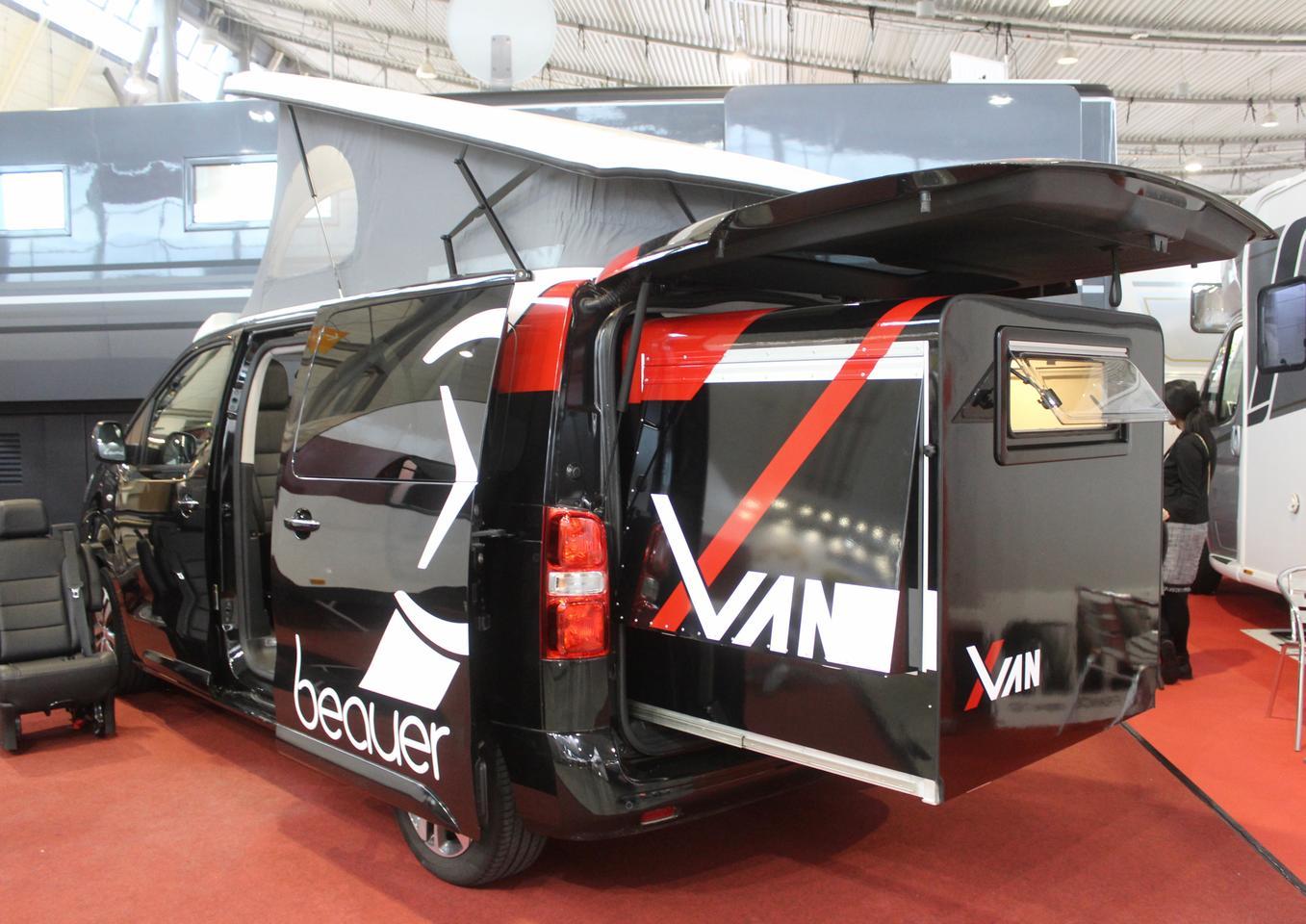 Beauer의 X-Van은 소형 밴용 전동 확장 슬리퍼 모듈입니다.