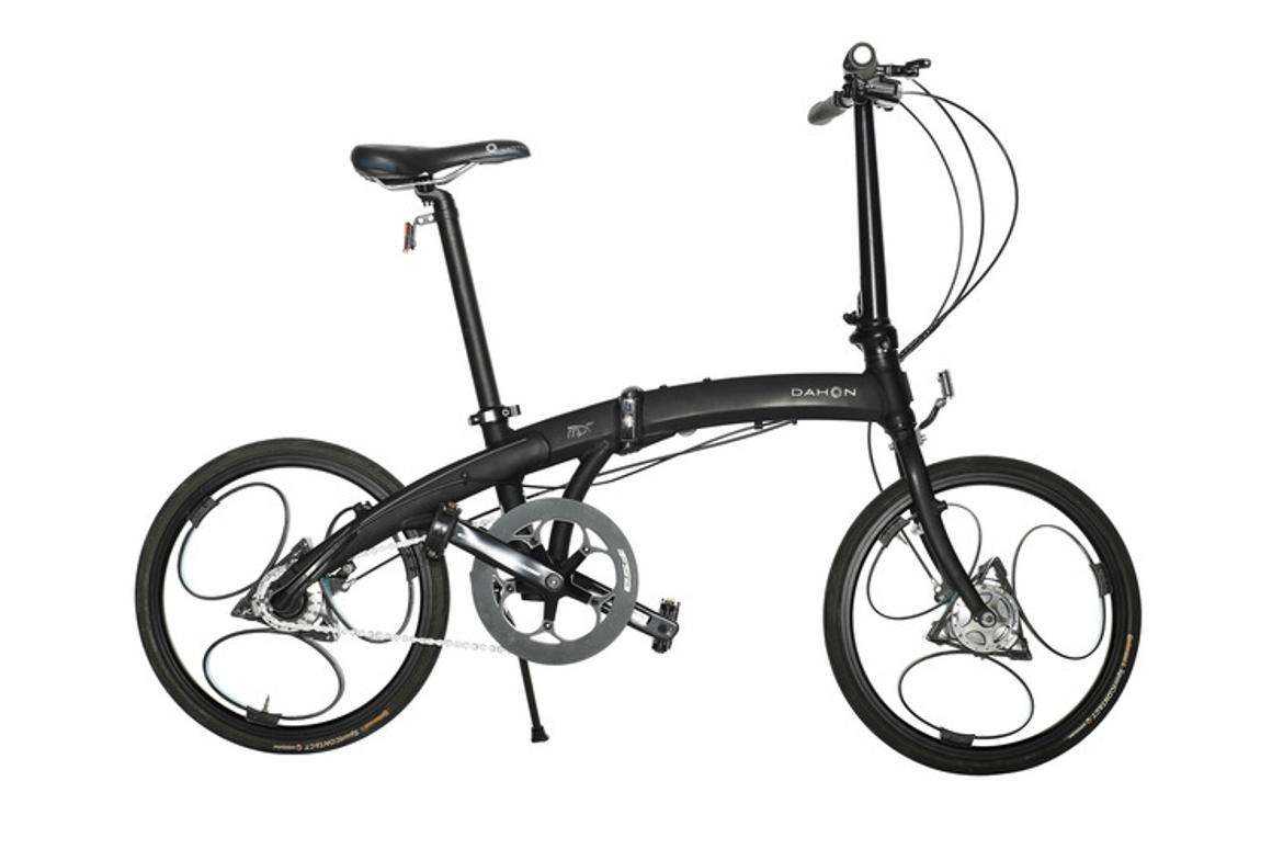 Instead of spokes, the Loopwheel uses three looped carbon composite springs that run from the hub to the rim