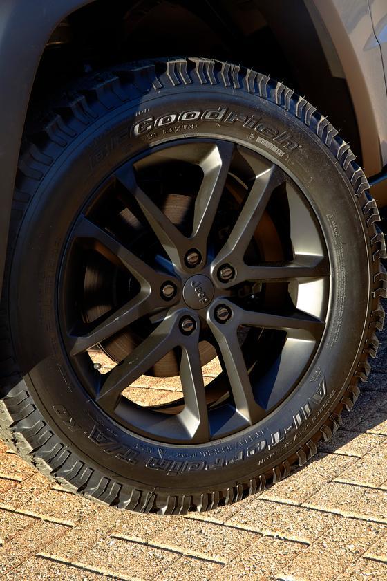 The Jeep Grand Cherokee EcoDiesel Trail Warrior has 20-in Satin Black prototype wheels