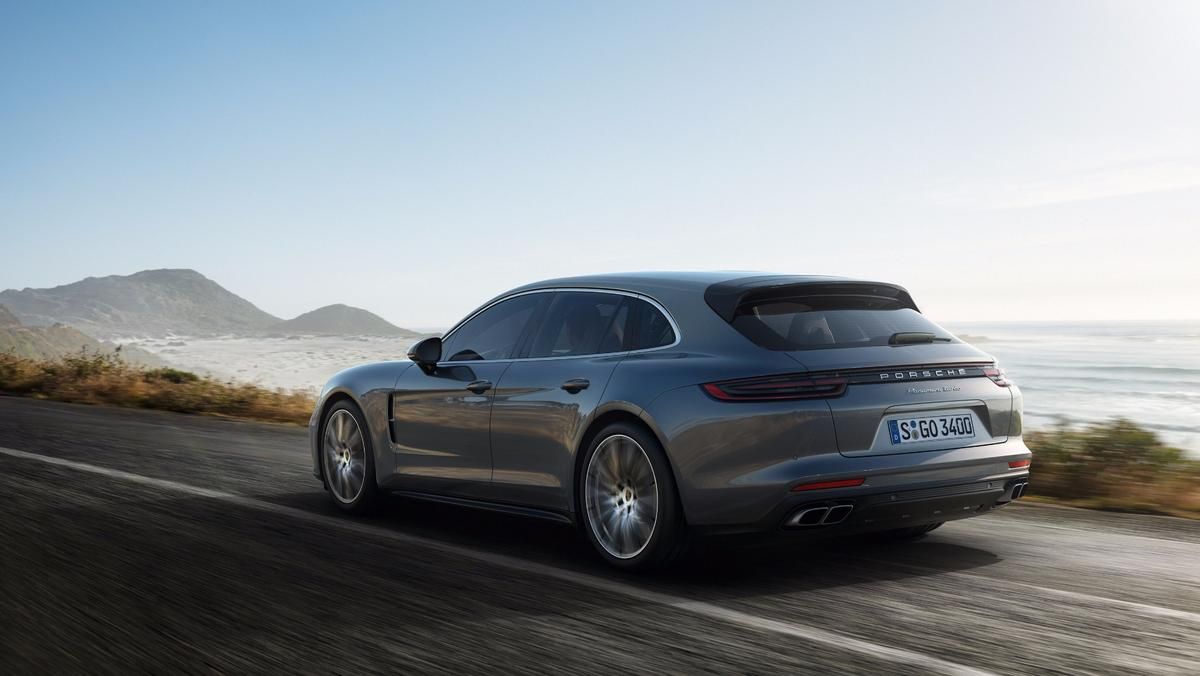 The new Porsche Panamera Sport Turismo debuts in Geneva