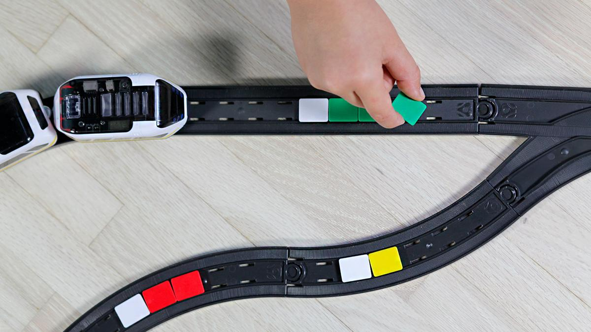 Placing color squares known as snaps at key points on the track can control the actions of  the intelino smart train