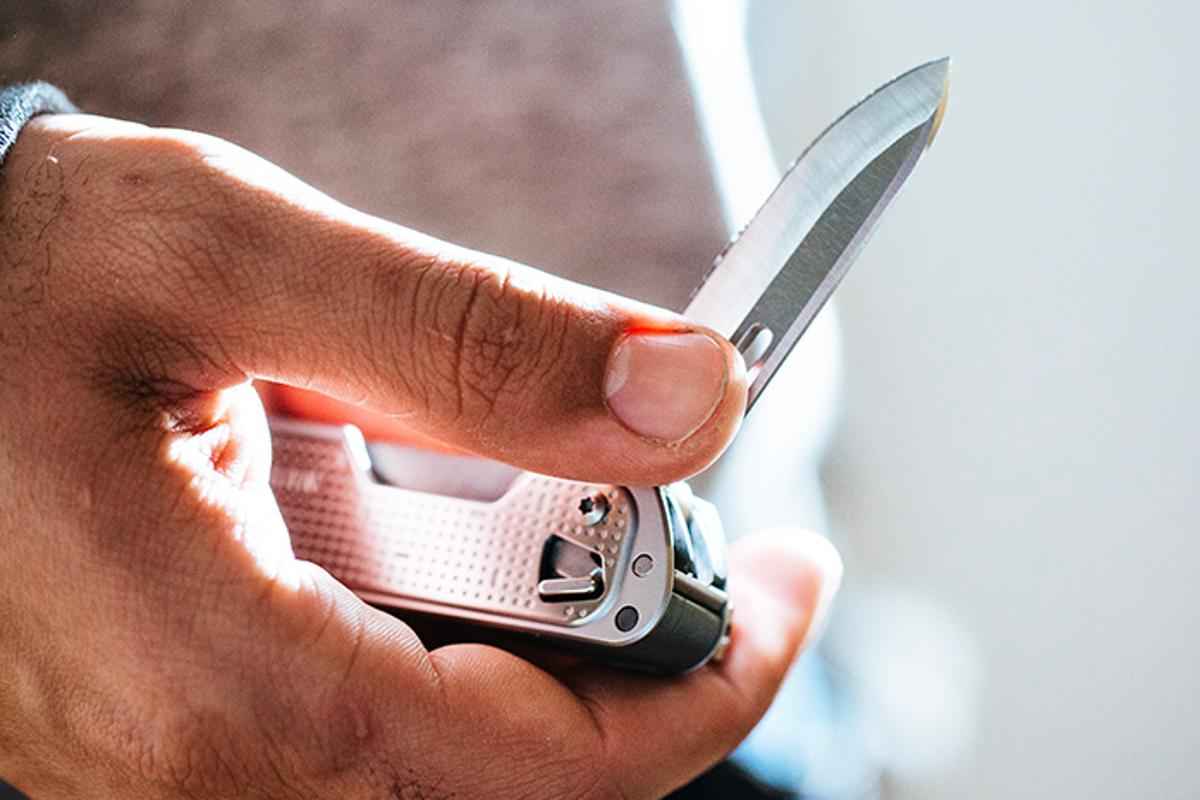 The Leatherman Free T4 is weighs 4.3 oz (122 g)