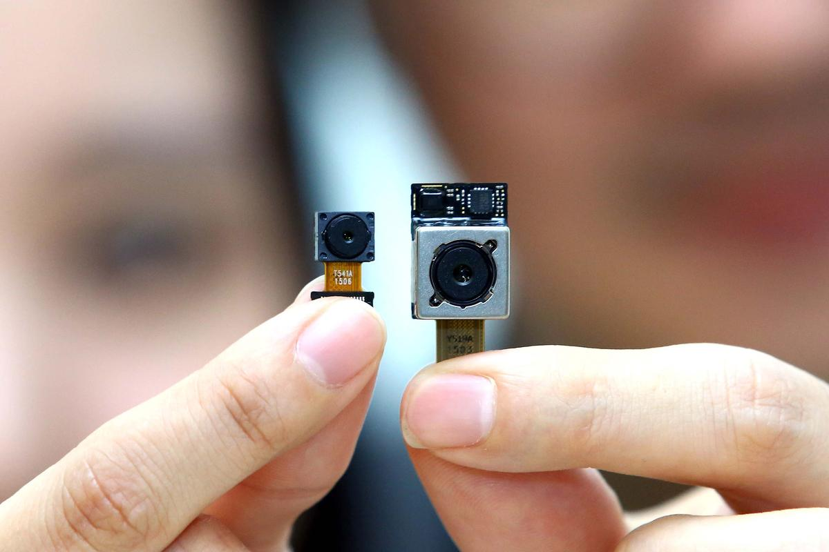 LG Innotek's new f/1.8 16 MP camera module (right) and 8 MP front-facing module (left)