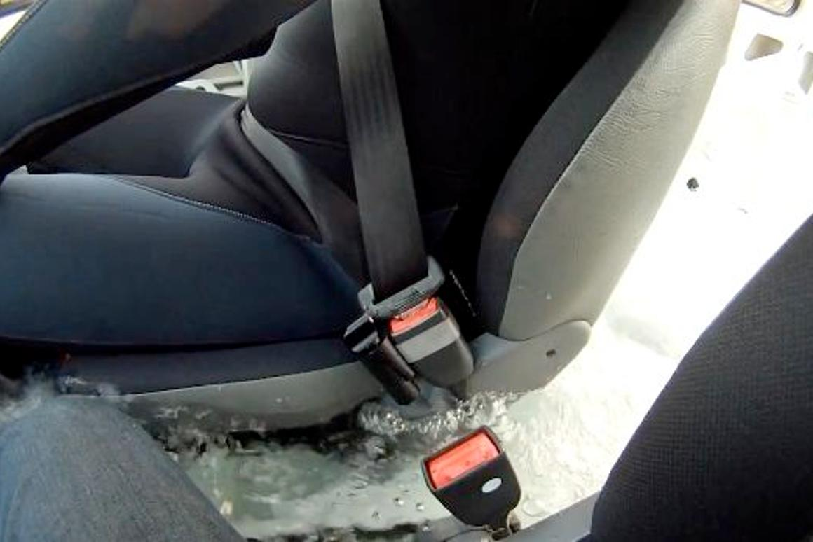 The Escape Belt (on left side of buckle), just prior to releasing the seat belt in a pool test