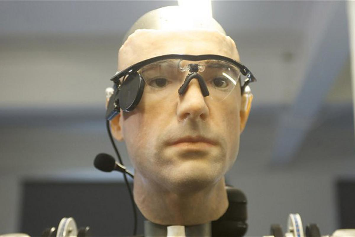 This bionic man contains US$1 million worth of artificial limbs, organs, and blood (Photo: Channel 4)