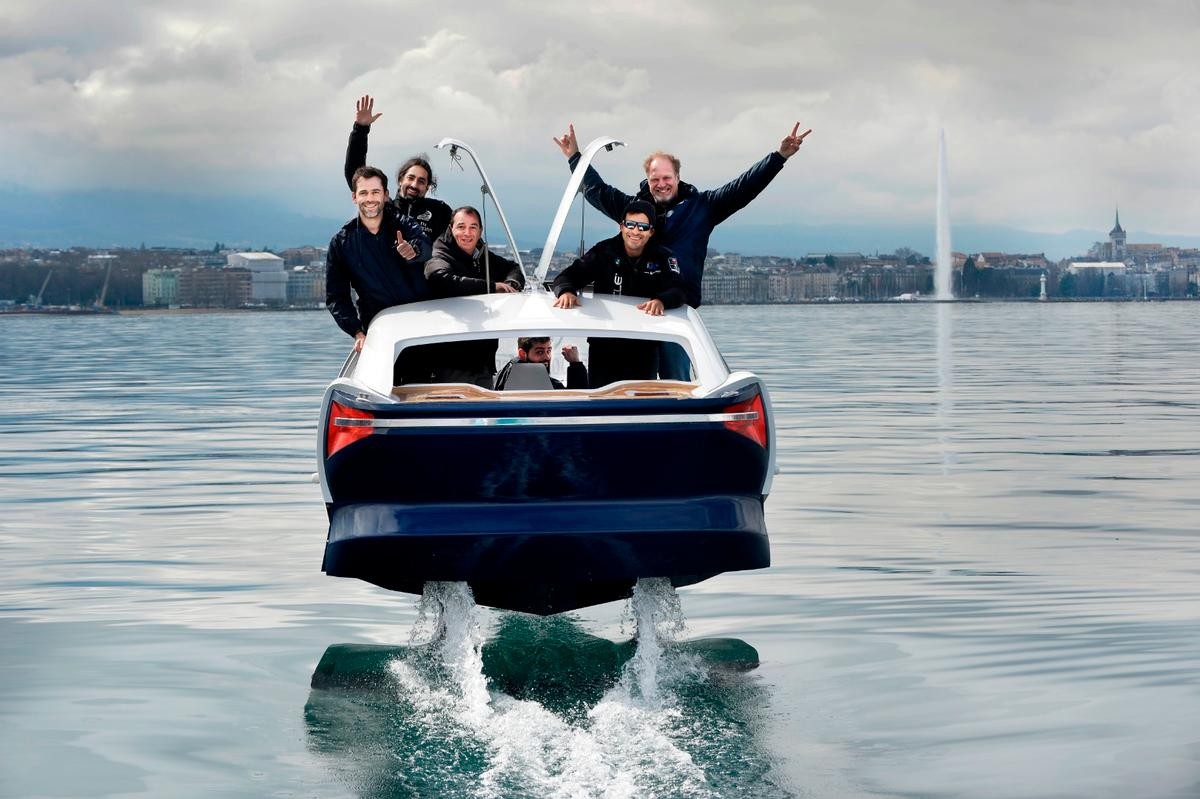 The Seabubbles team demonstrates how up to sixpeople can fit into the Bubble Taxi