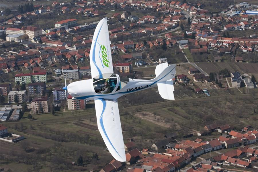 The all-electric SportStar EPOS two-seater in flight