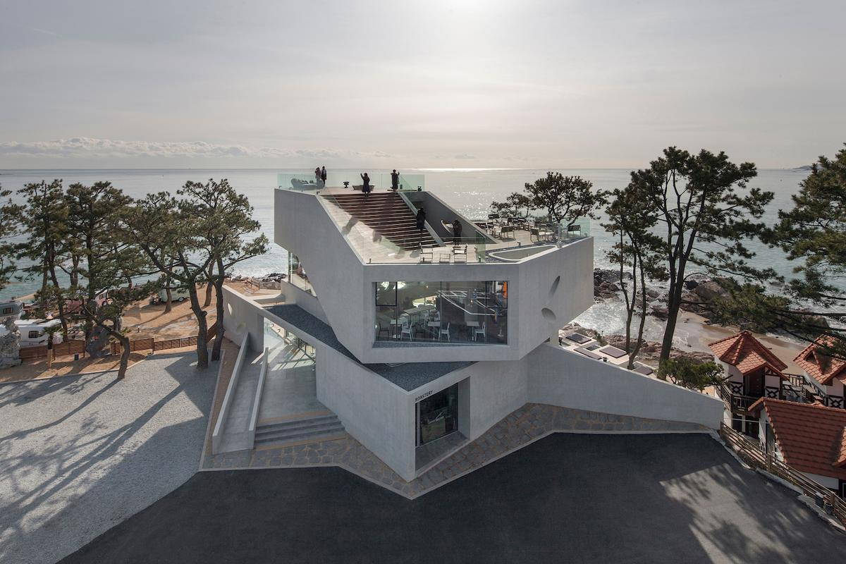 The Gijang Waveon cafe was designed to maximize the available view