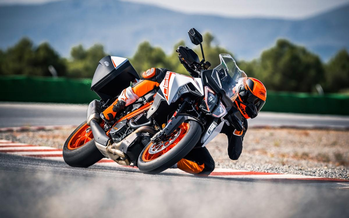 Wild performance, thousand-mile comfort and all the creature comforts: the Super Duke 1290 GT asks you to make few compromises