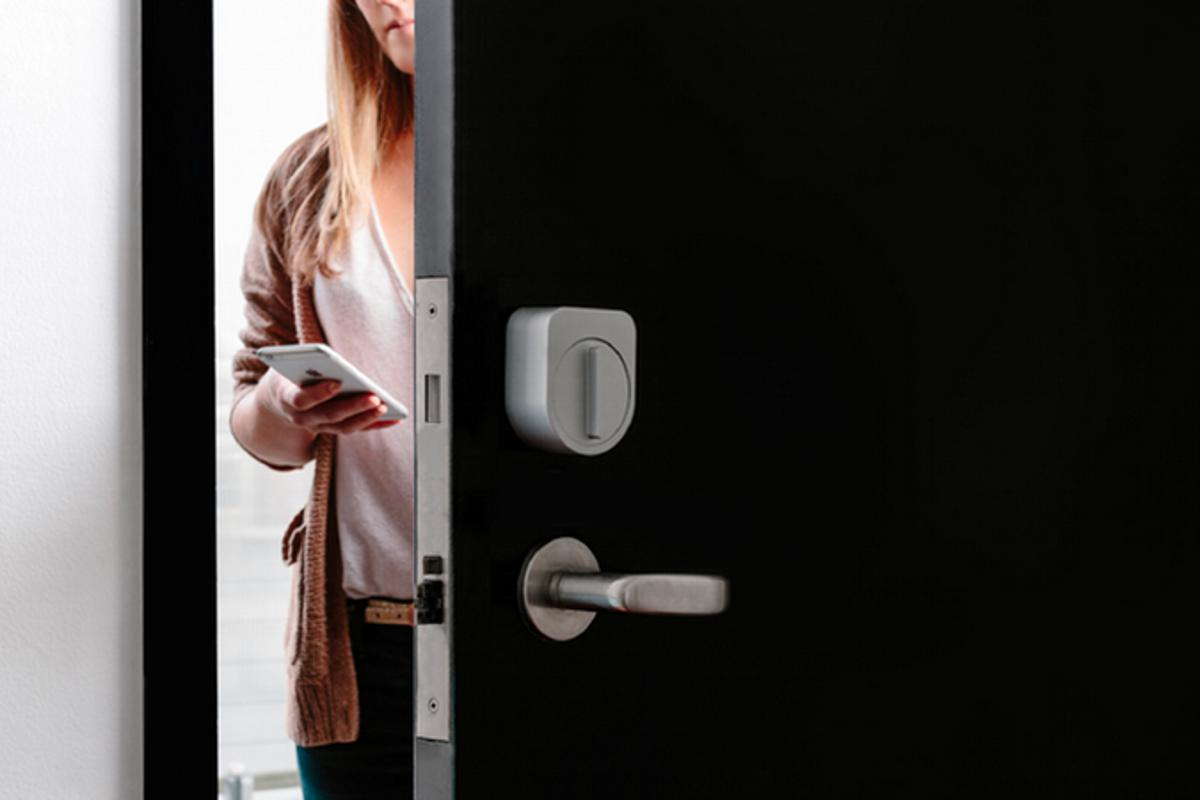 Further to enabling users to unlock their doors with a paired smartphone app, Sesame responds to customized knocks
