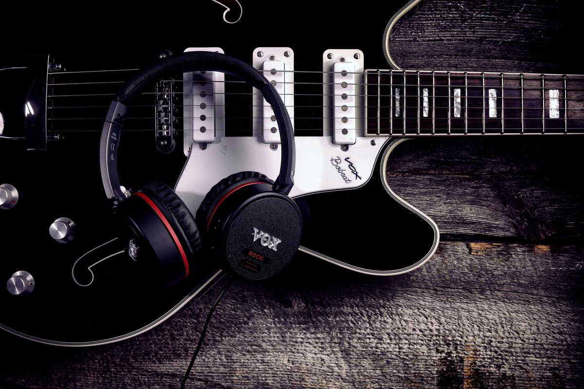 Players can choose from AC30 or amp stack headphones, or a model designed especially for lovers of the low end