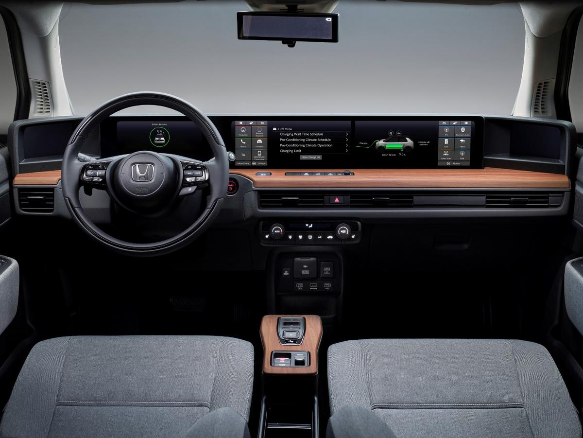 Five neatly integrated high-resolution color screensoccupy the entire width of the Honda e's dash