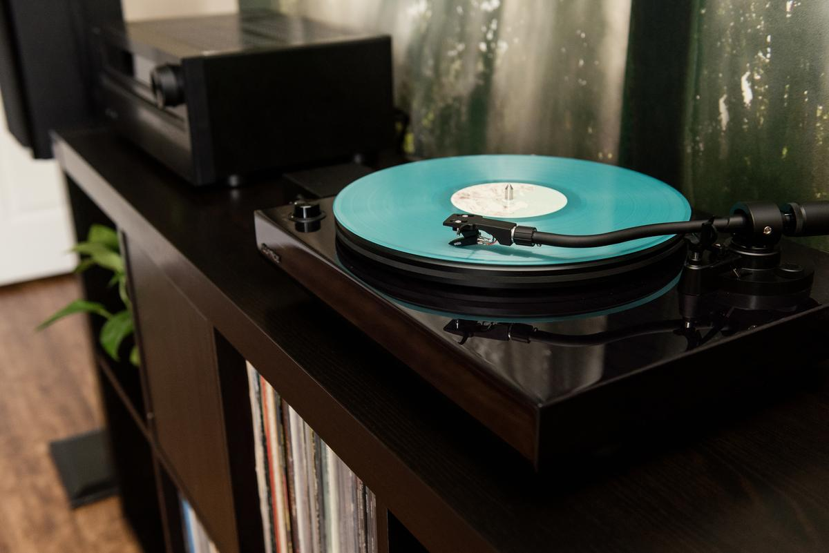 The RT82 Reference Series turntable will need cabling to a phono preamp if the hi-fi amplifier doesn't have its own phono stage