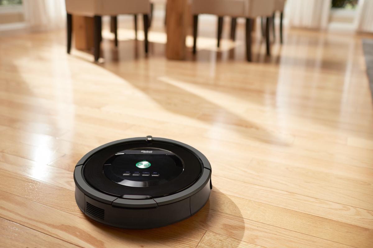The Roomba 800 Series has no bristles