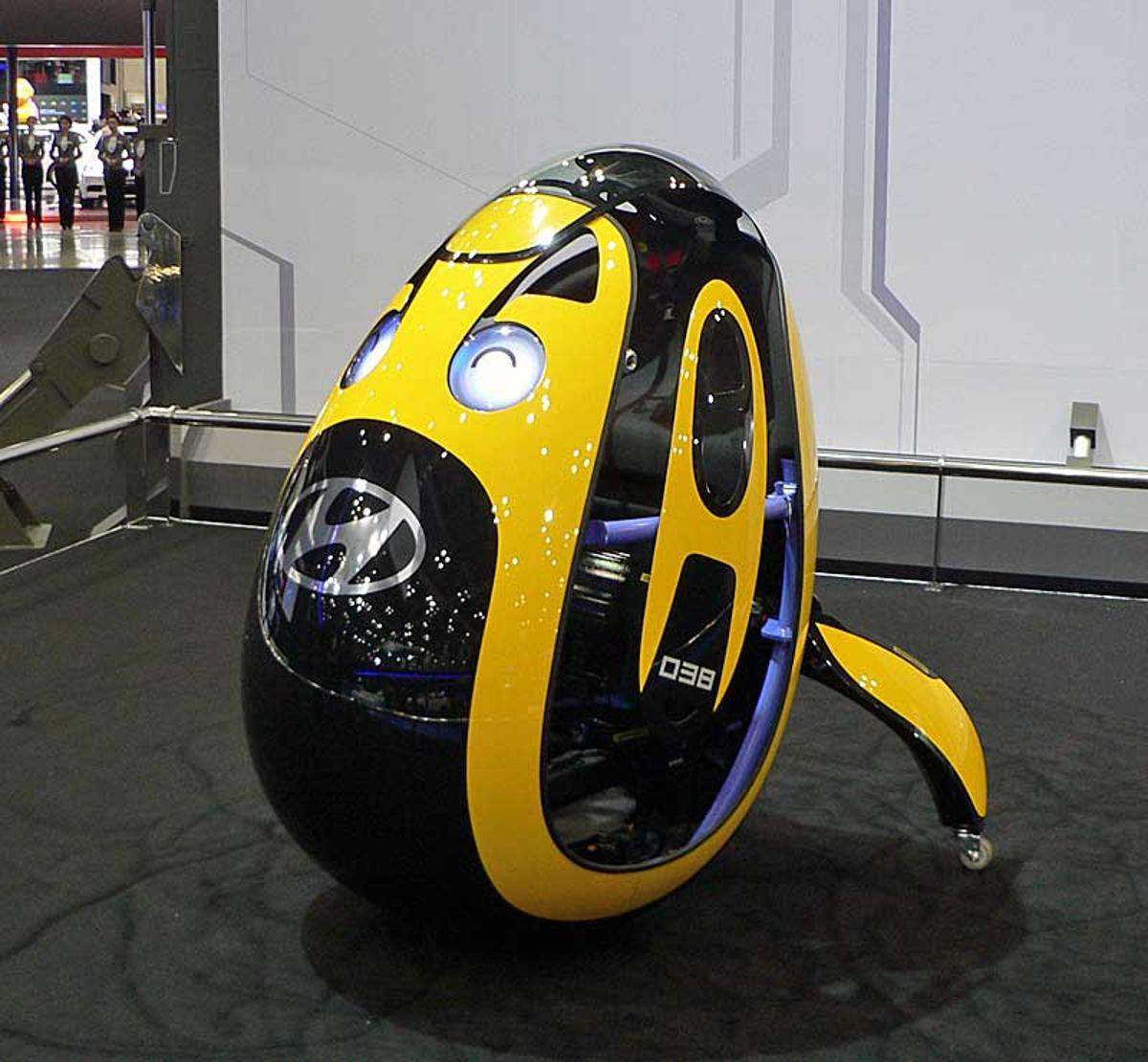 "The egg-shaped ""E4U"" personal mobility vehicle concept (Photo: Nikkei Tech-On)"